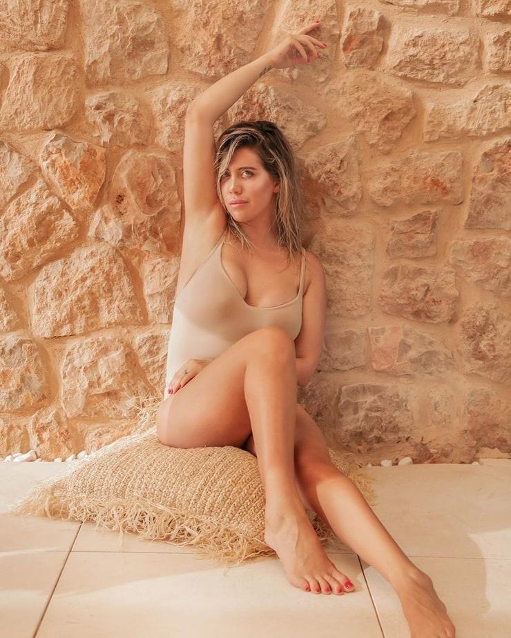 Wanda Nara hot lingerie pictures