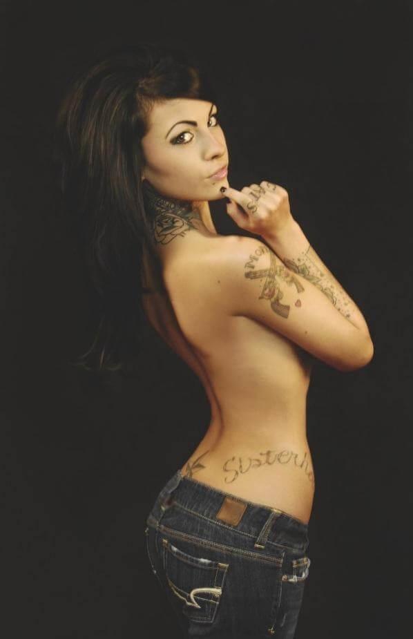 Zahra Schreiber topless pics