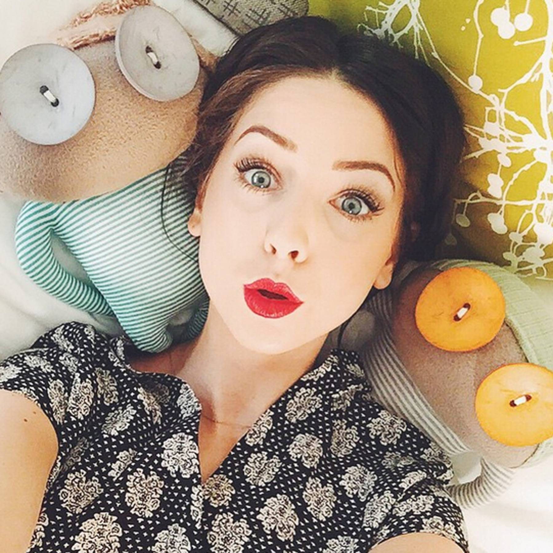 Zoe Sugg hot lips pics
