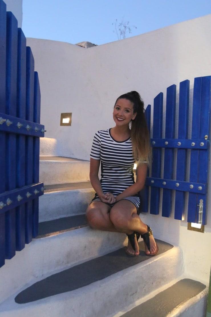 Zoe Sugg sexy thigh pics