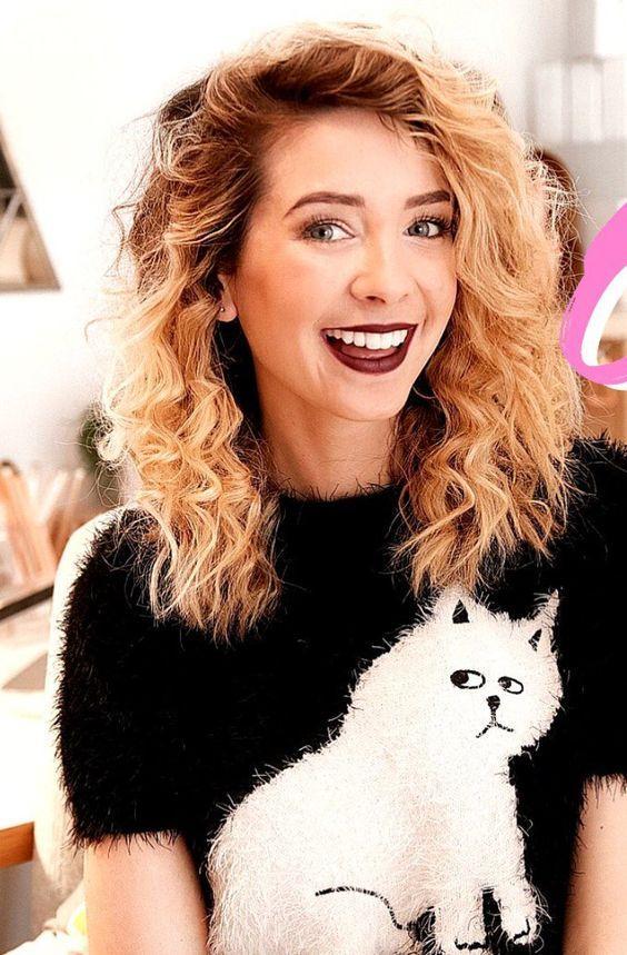Zoe Sugg smile pics