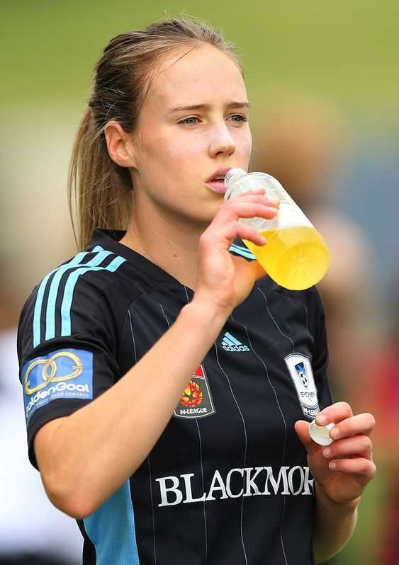 ellyse perry drinking