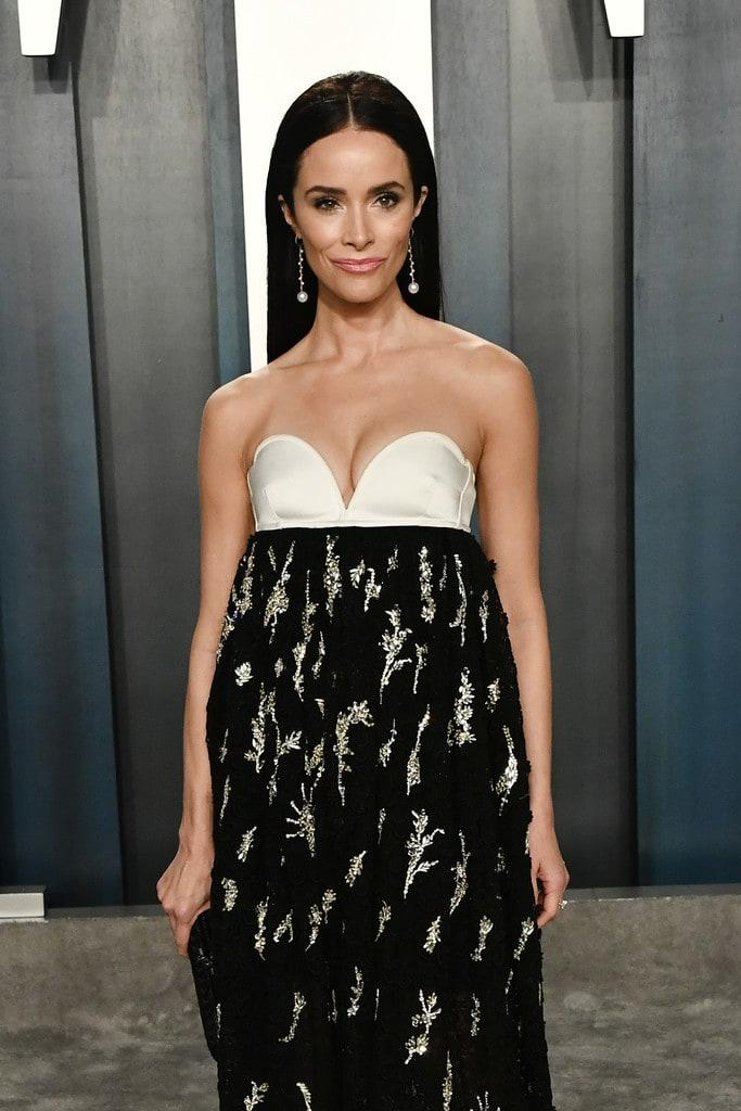 Abigail Spencer cleavage (2)