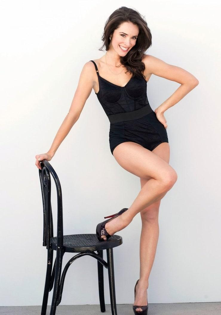 Abigail Spencer sexy legs (2)