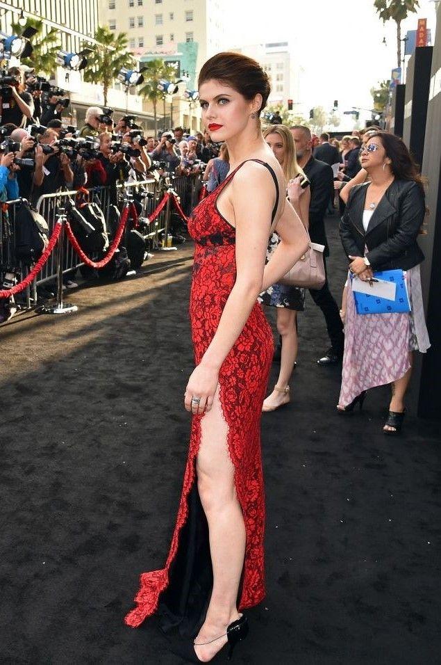 Alexandra Daddario booty (1)