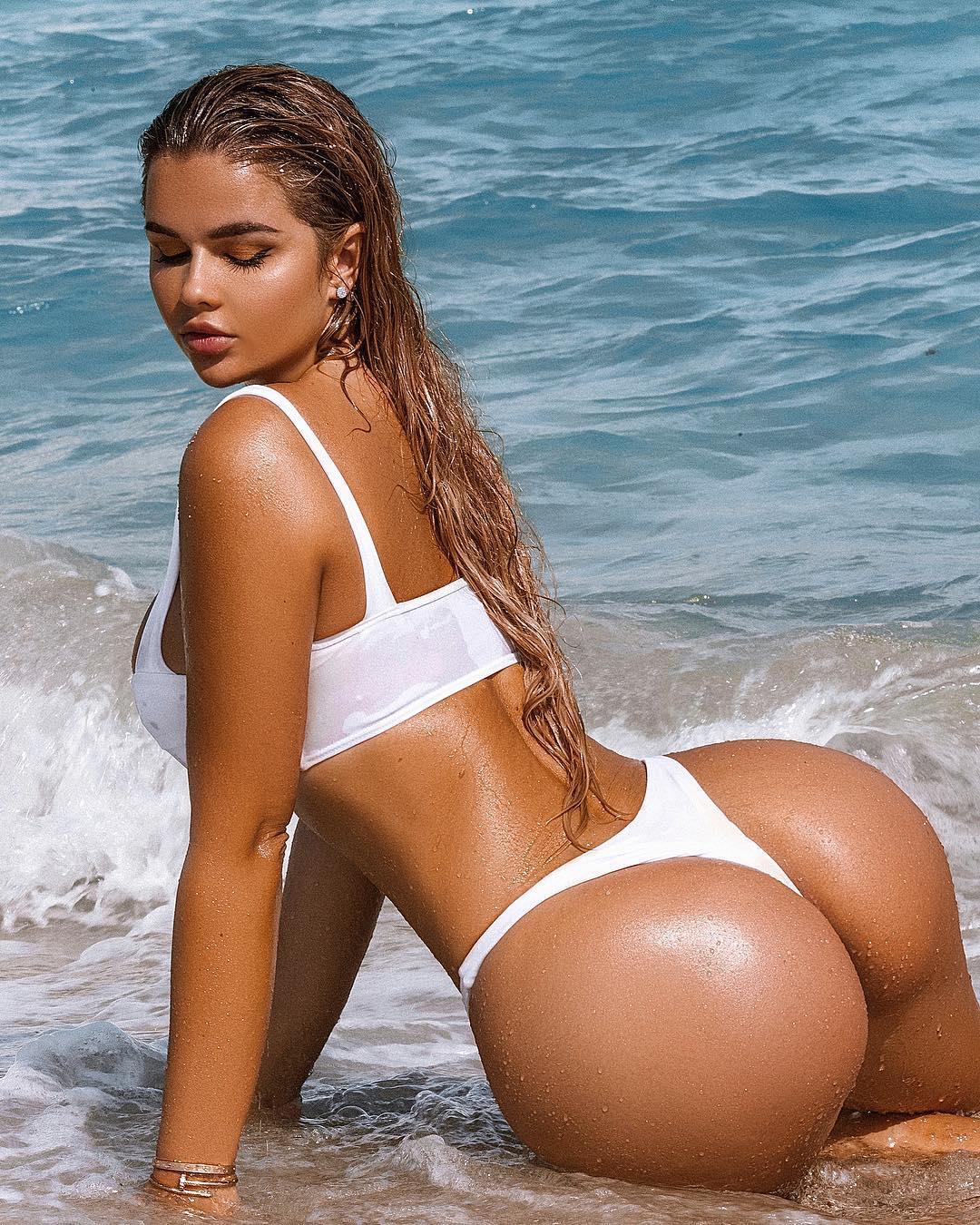 Anastasia Kvitko booty (1)