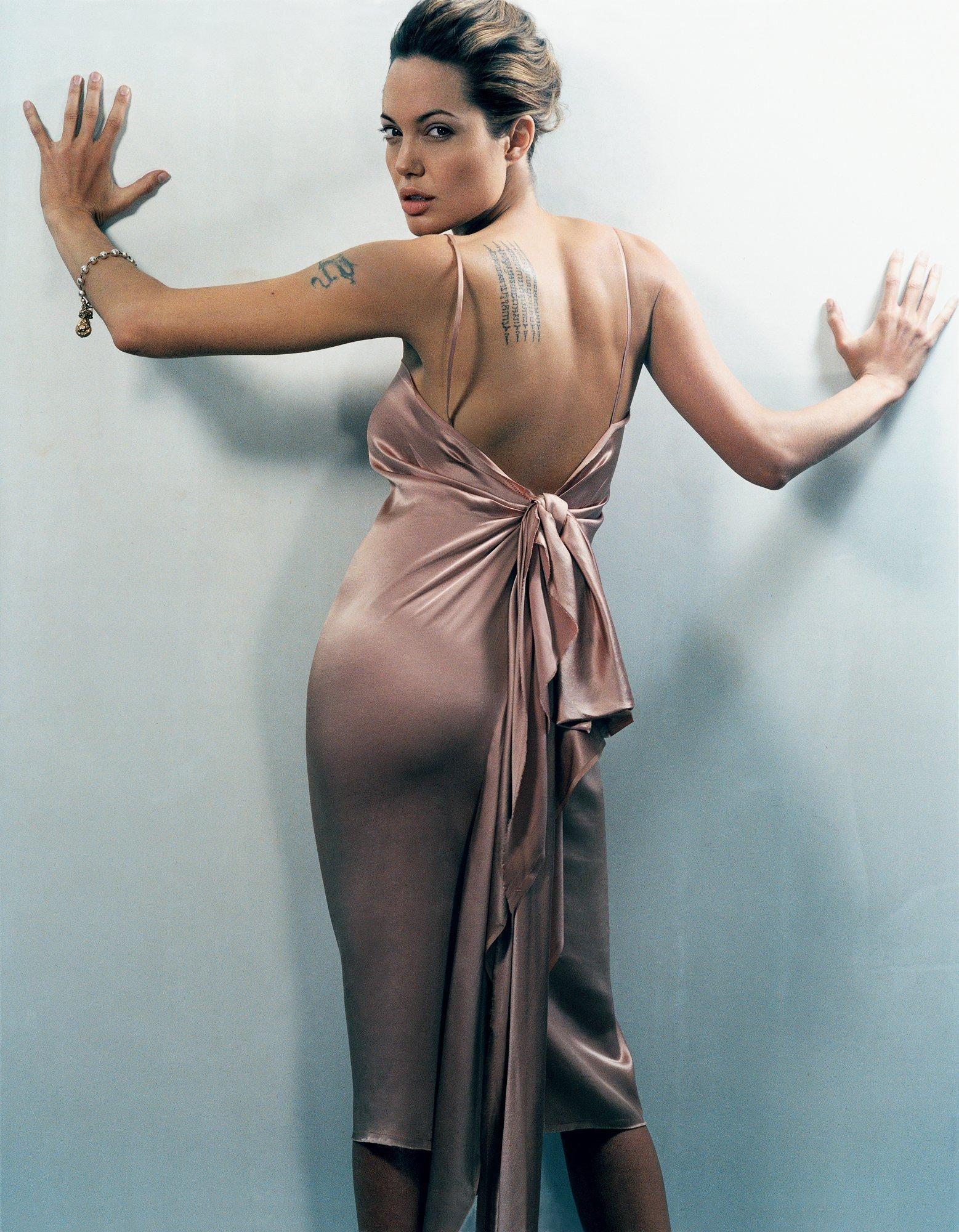 Angelina Jolie big butt (2)