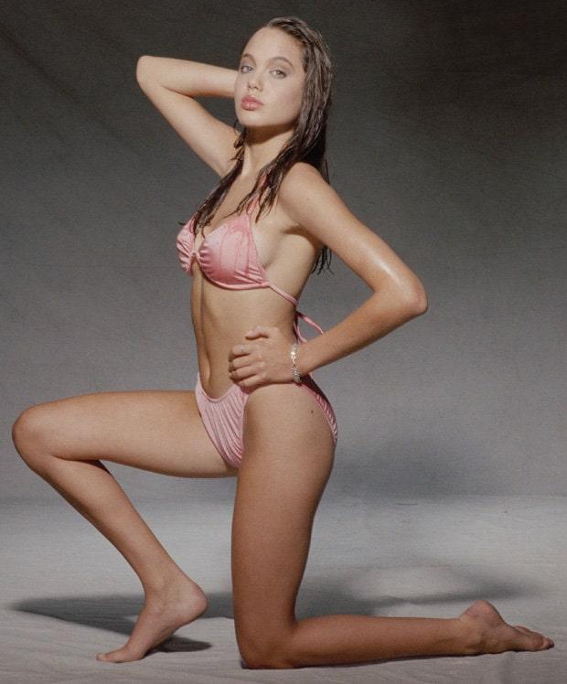 Angelina Jolie bigbooty (1)