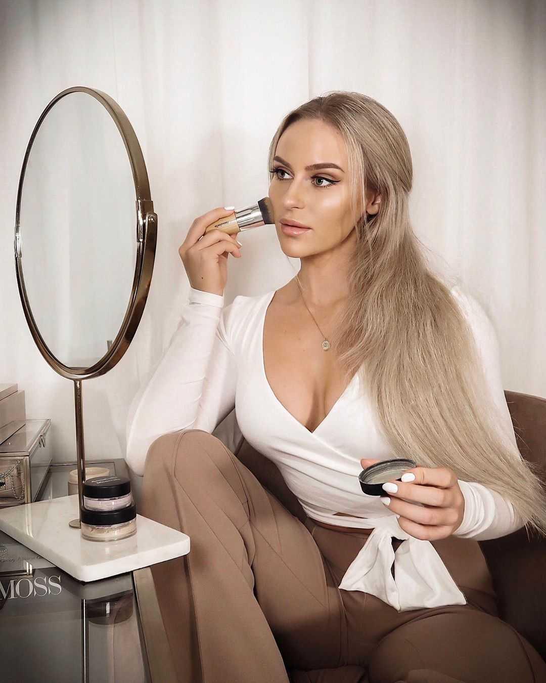 Anna Nyström sexy side boobs pics