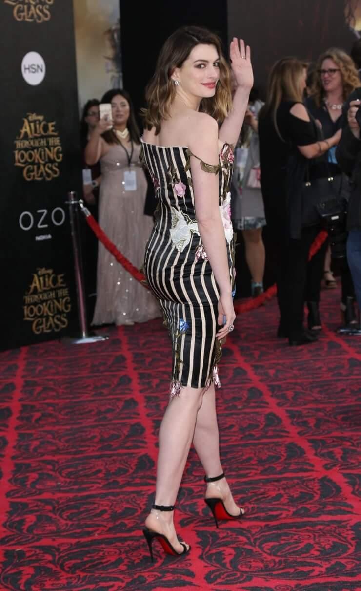 Anne Hathaway butt (2)