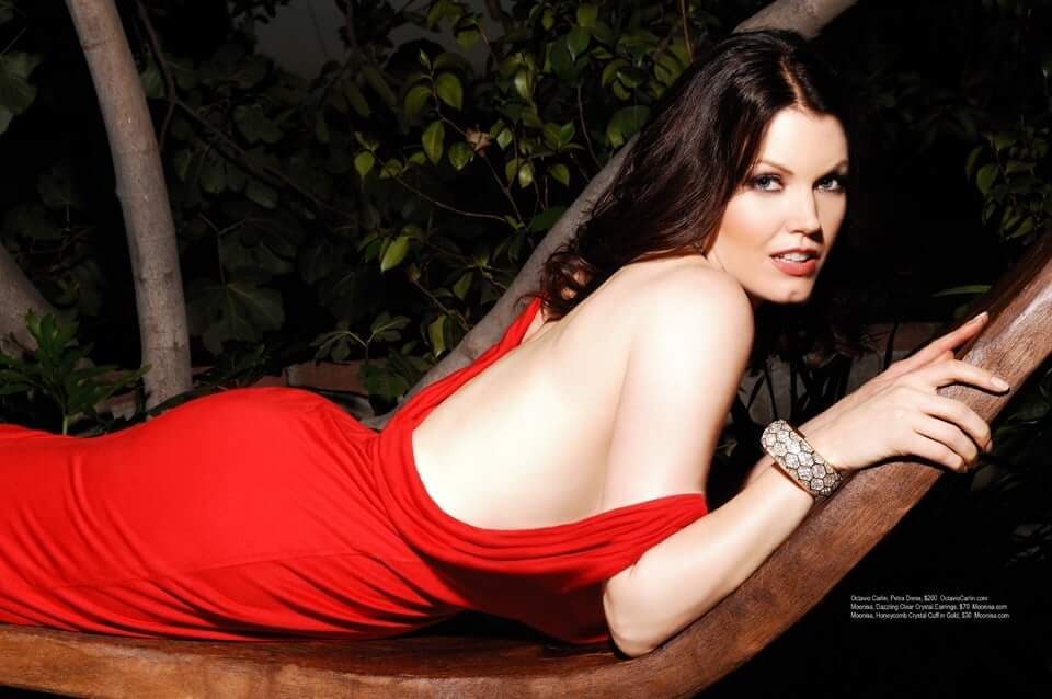 Bellamy Young sexy back pics