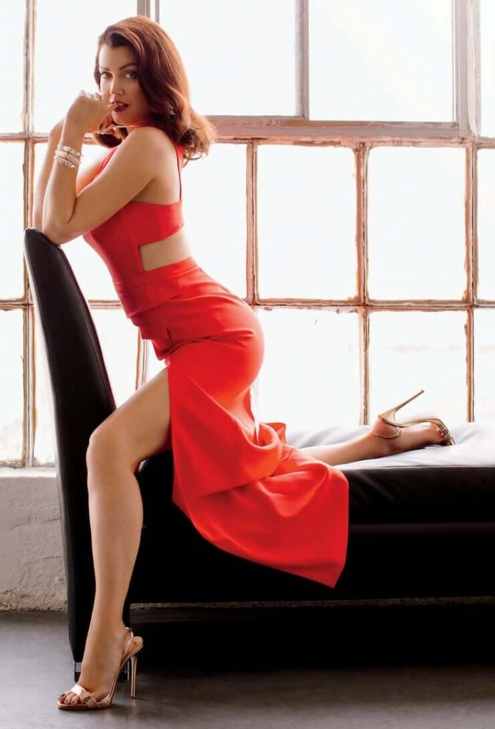 Bellamy Young sexy legs