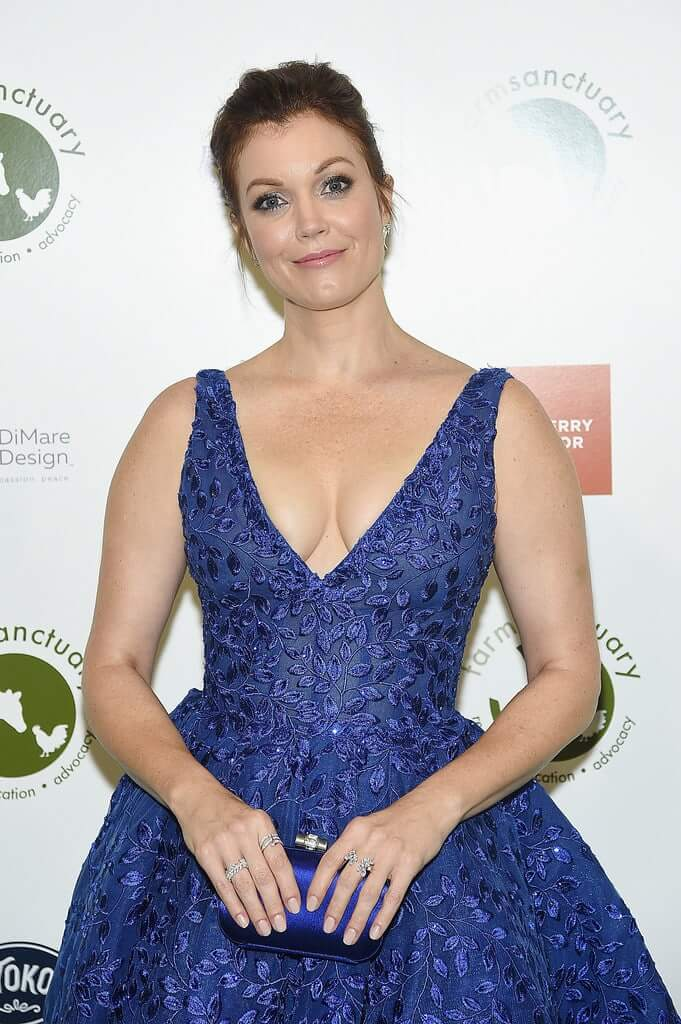 Bellamy Young tits