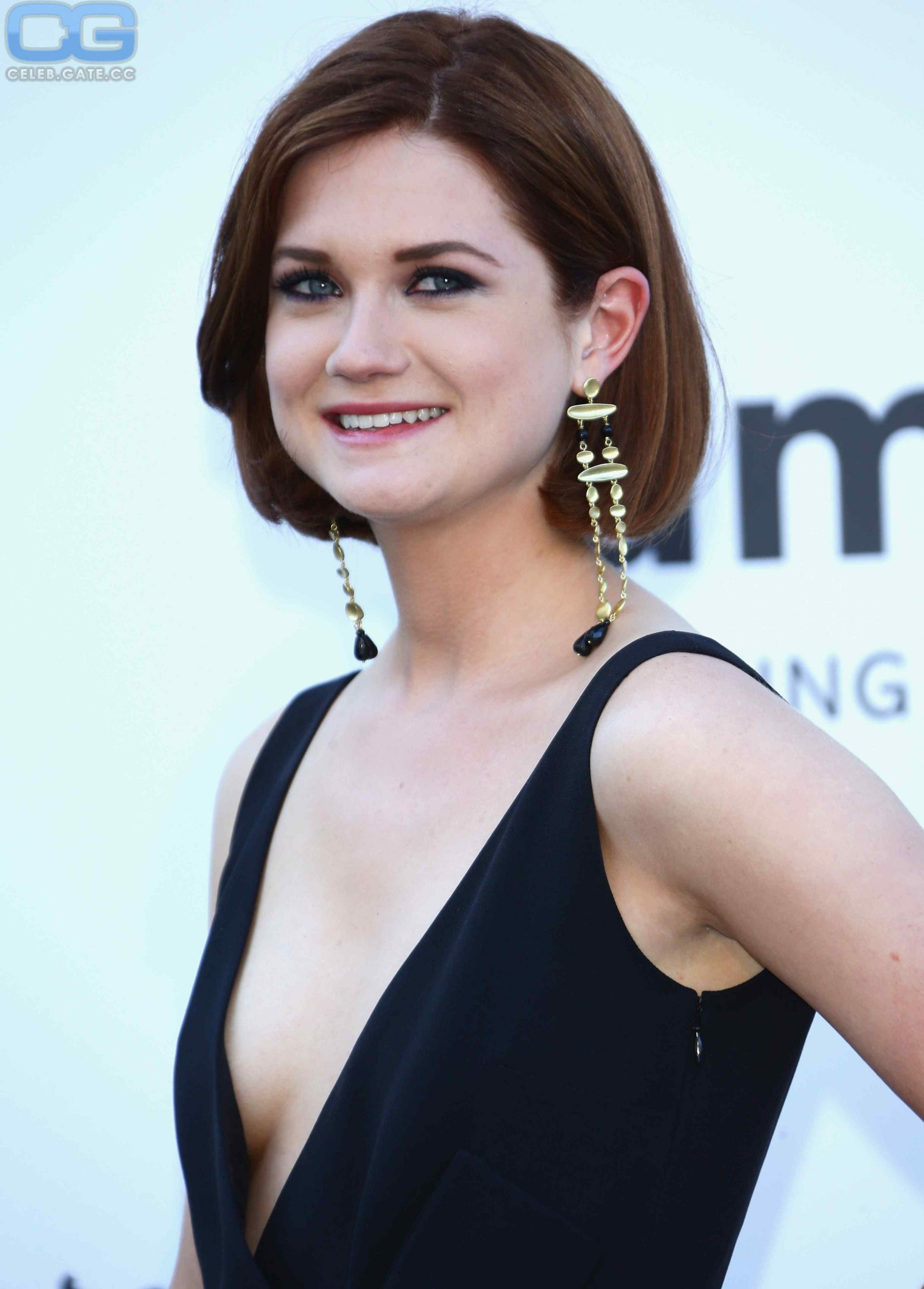 Bonnie Wright cleavage pic