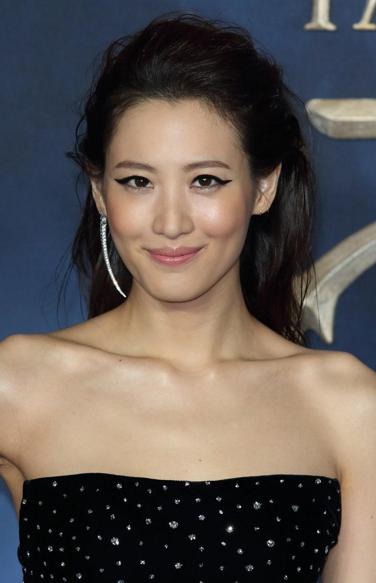 Claudia Kim cleavage (1)