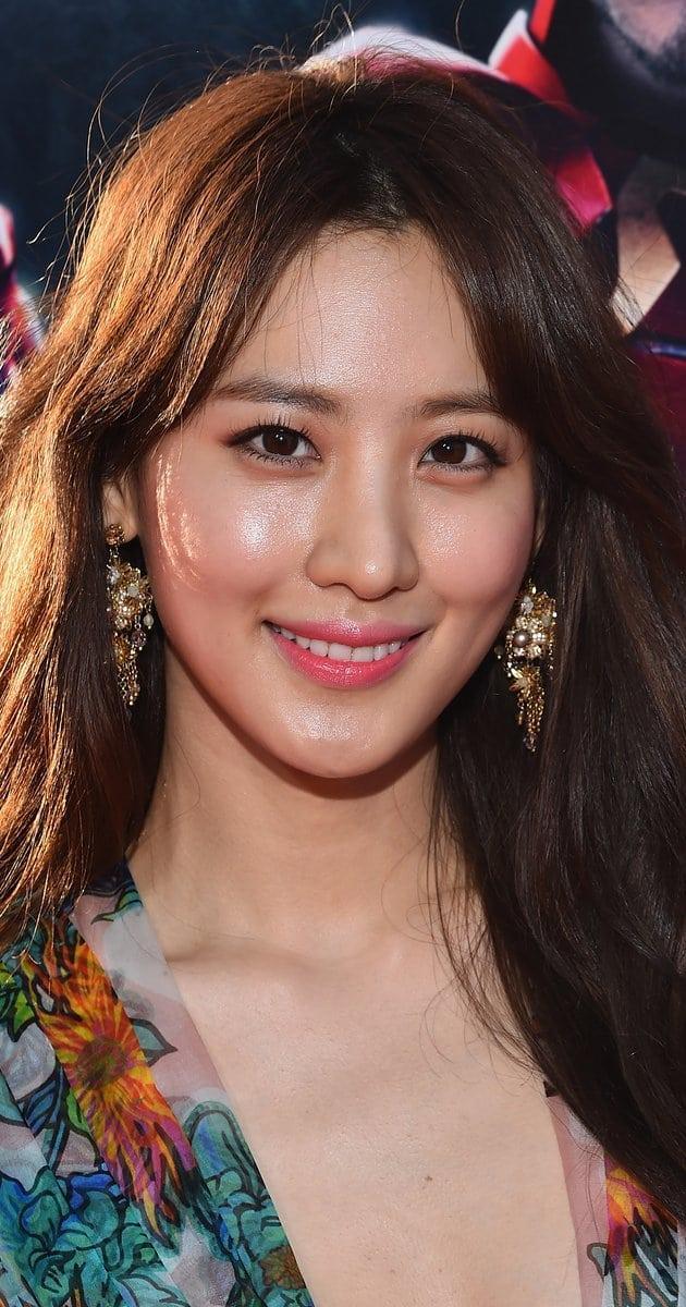 Claudia Kim hot (2)