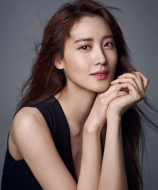 Claudia Kim sexy (2)