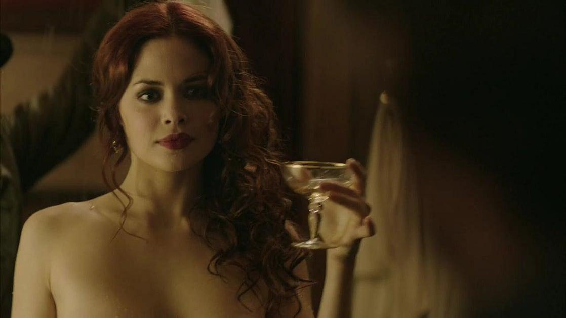 Conor Leslie sexy look pic