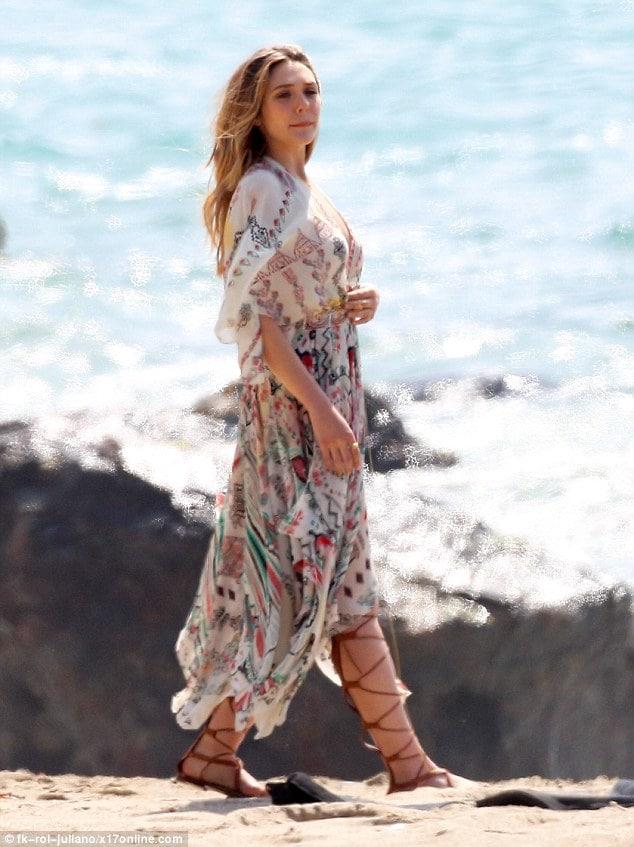Elizabeth Olsen ass (1)