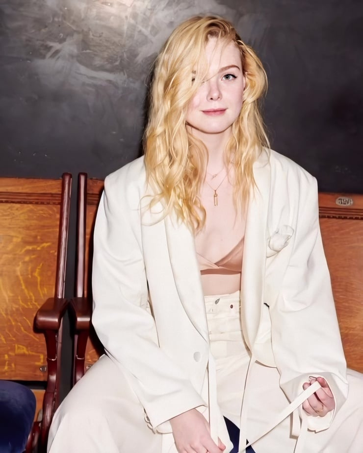 Elle Fanning hot images