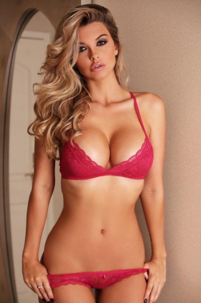 Emily Sears bikini pic (1)