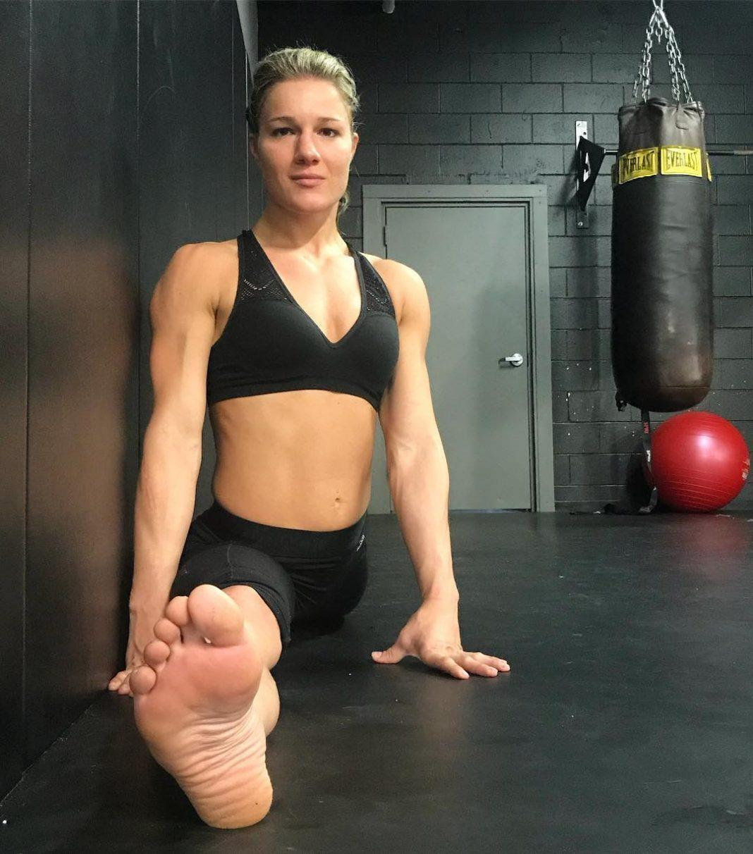 Felice Herrig sexy cleavage pics