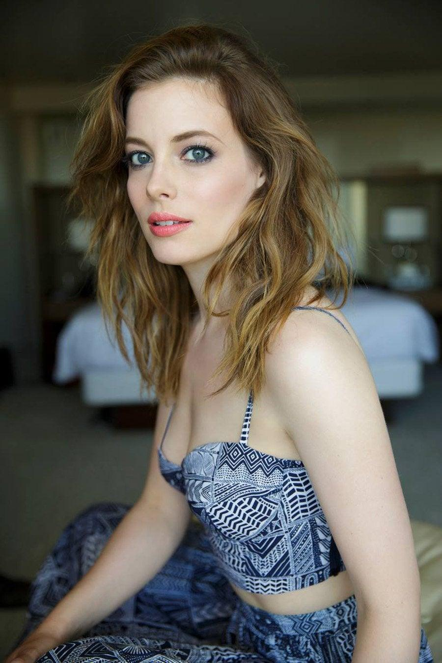 Gillian Jacobs sexy cleavage pictures