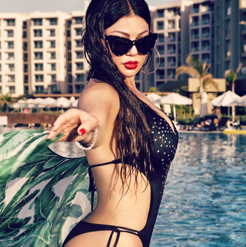 Haifa Wehbe sexy bikini pics