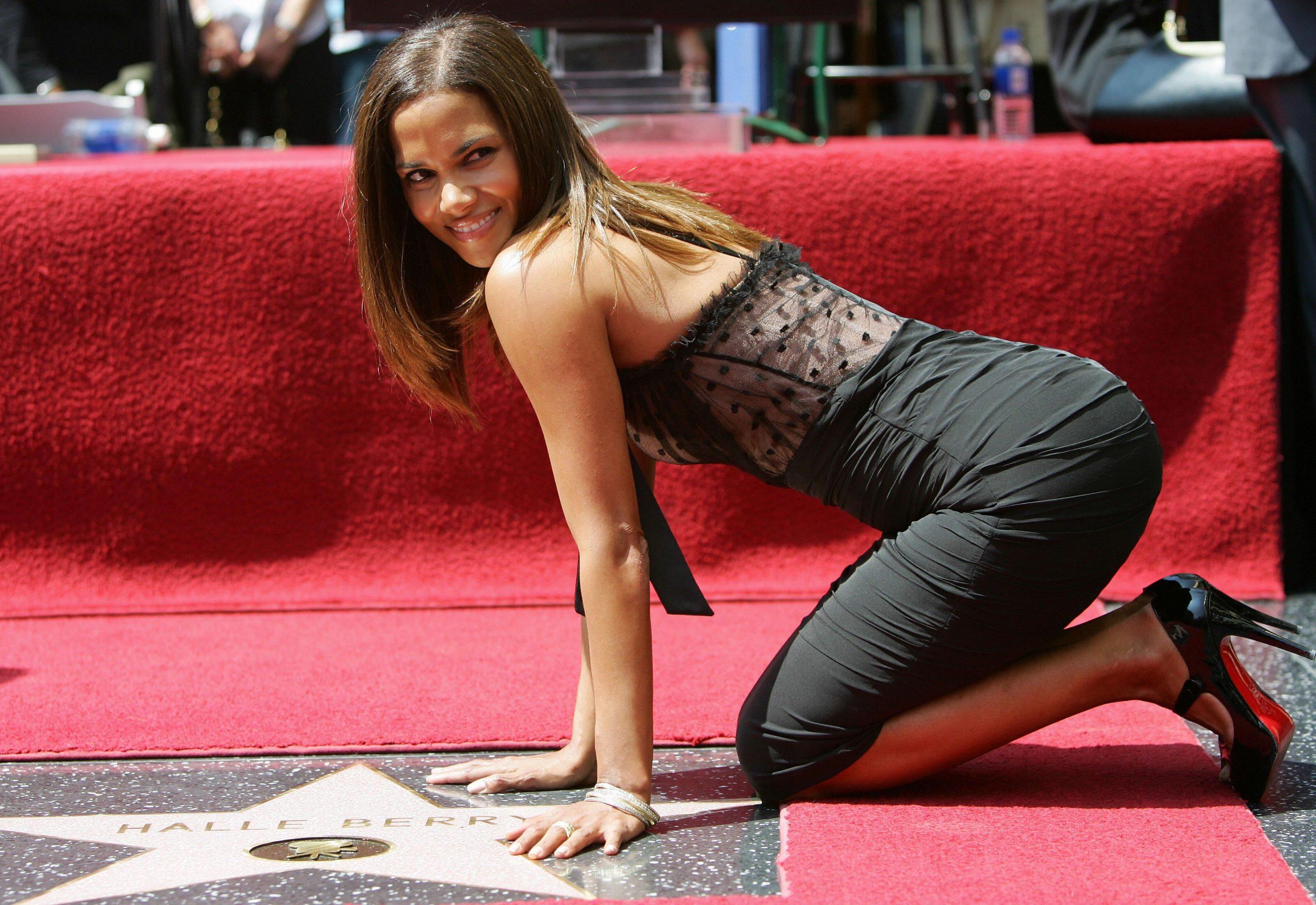 Halle Berry hot ass (1)