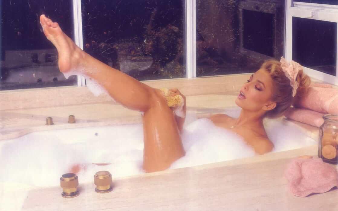 Heather Thomas near-nude pic