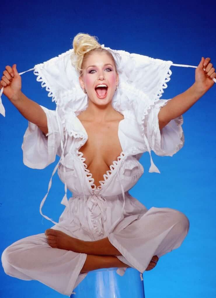 Heather Thomas sexy cleavage