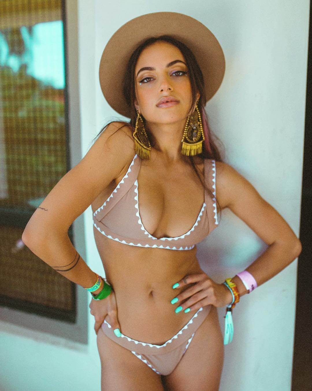 Inanna Sarkis sexy bikini pics