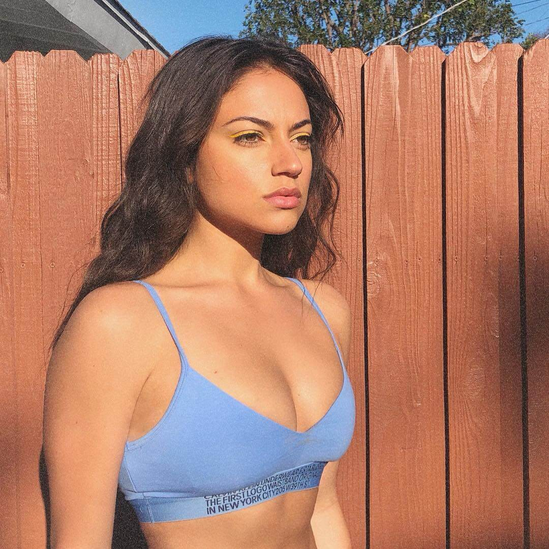 Inanna Sarkis sexy side boobs pics