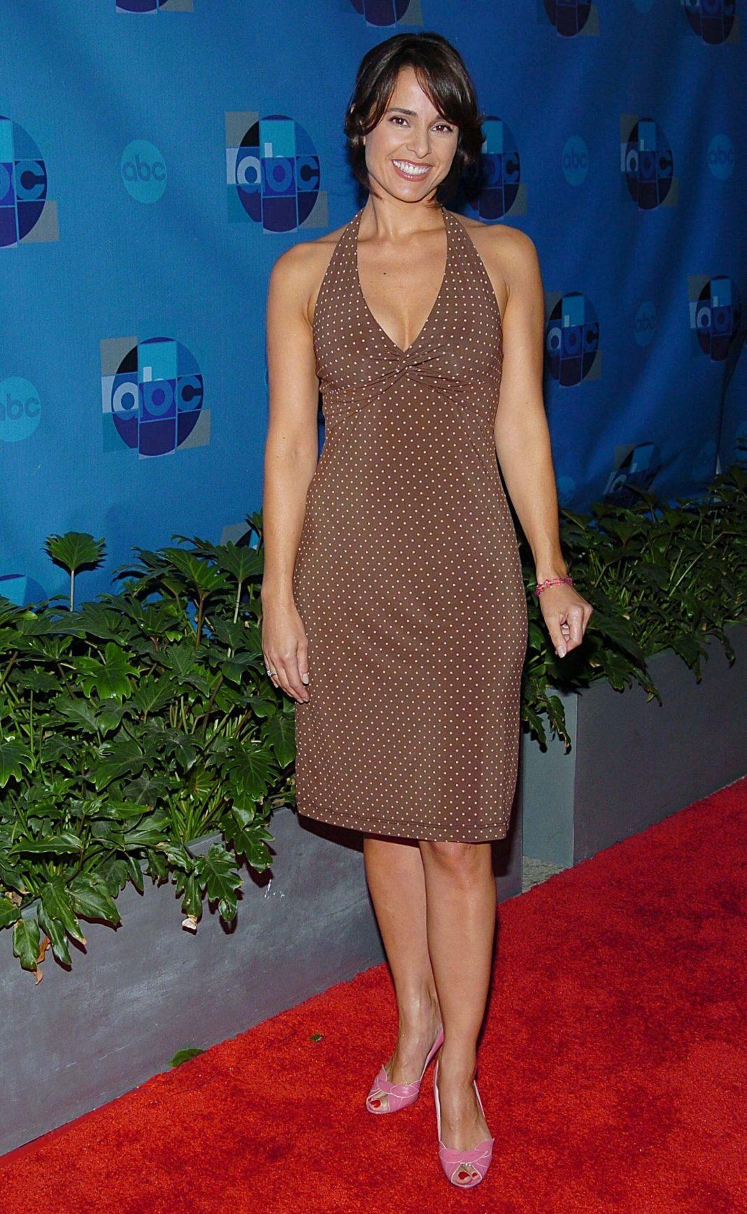 Jacqueline Obradors hot cleavage pics