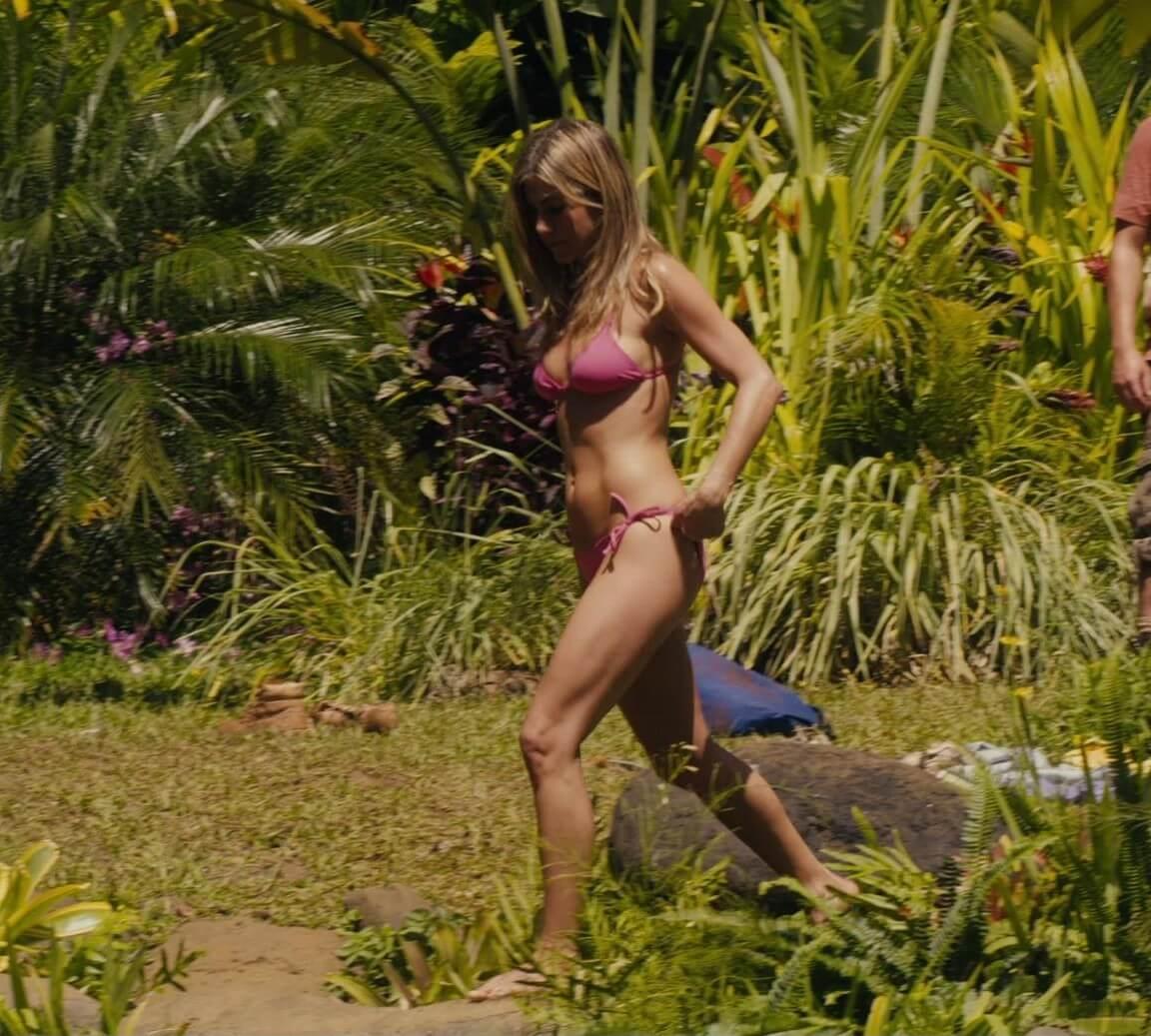 Jennifer Aniston awesome booty (2)