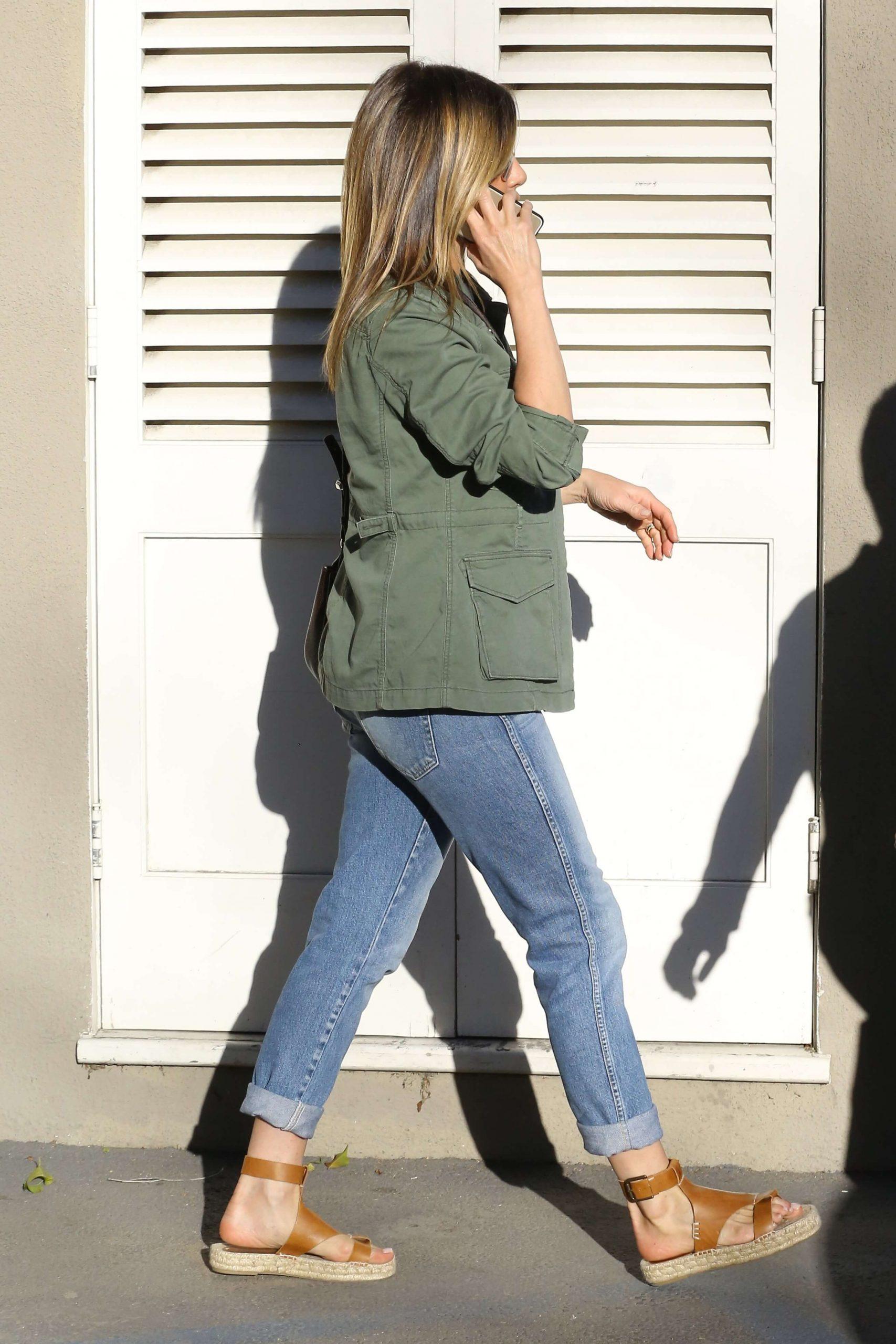 Jennifer Aniston sexy butt (1)