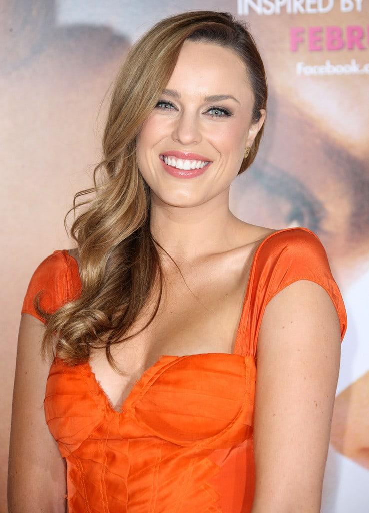 Jessica McNamee big boobs (2)