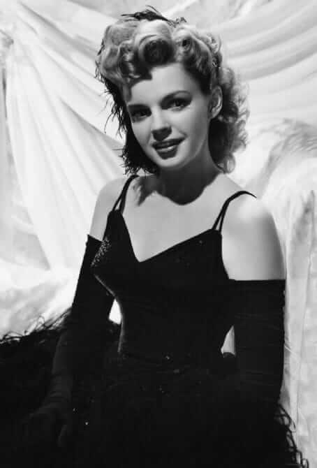 Judy Garland big boobs (1)