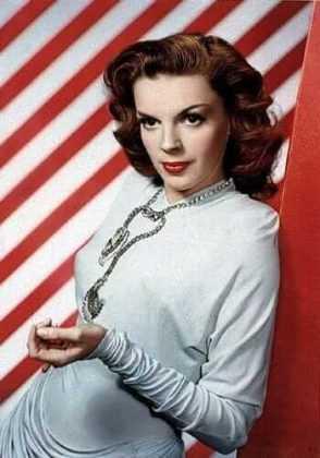 Judy Garland big boobs (2)