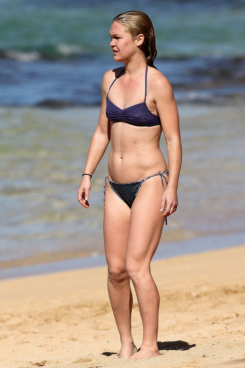 Julia Stiles hot bikini pics