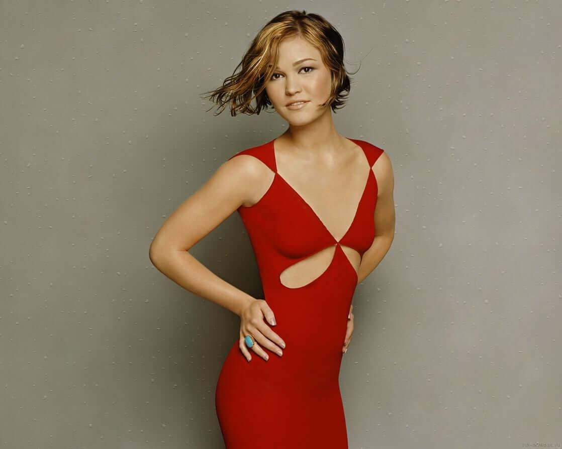 Julia Stiles sexy red dress pics