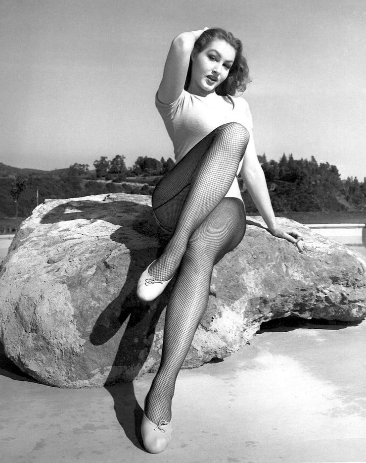 Julie Newmar sexy feet pics