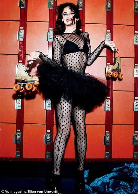 Juliette Lewis hot legs (2)