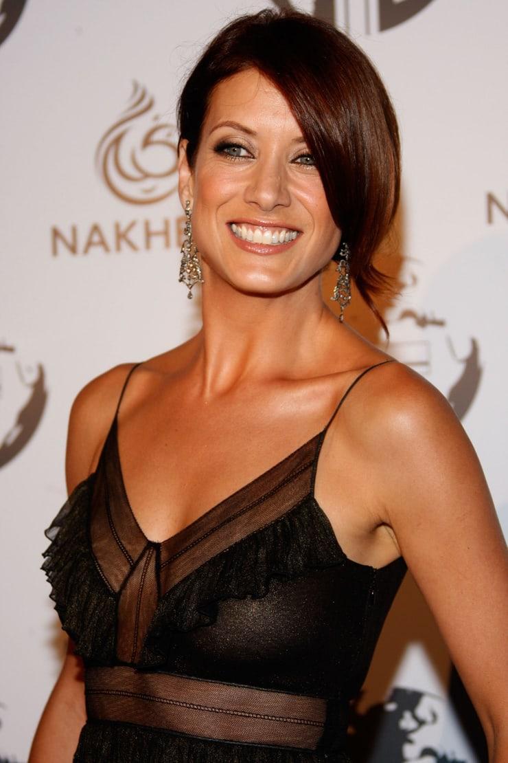 Kate Walsh cleavage (1)