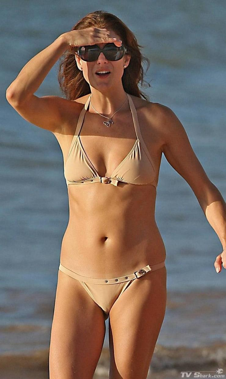 Kate Walsh cleavage (2)