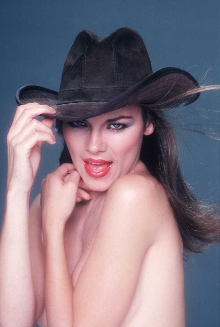 Kim Cattrall sexy (2)