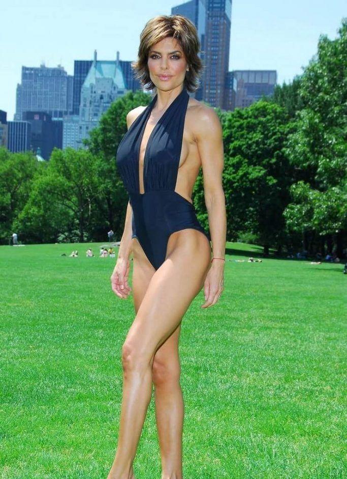 Lisa Rinna sexy bikini pics