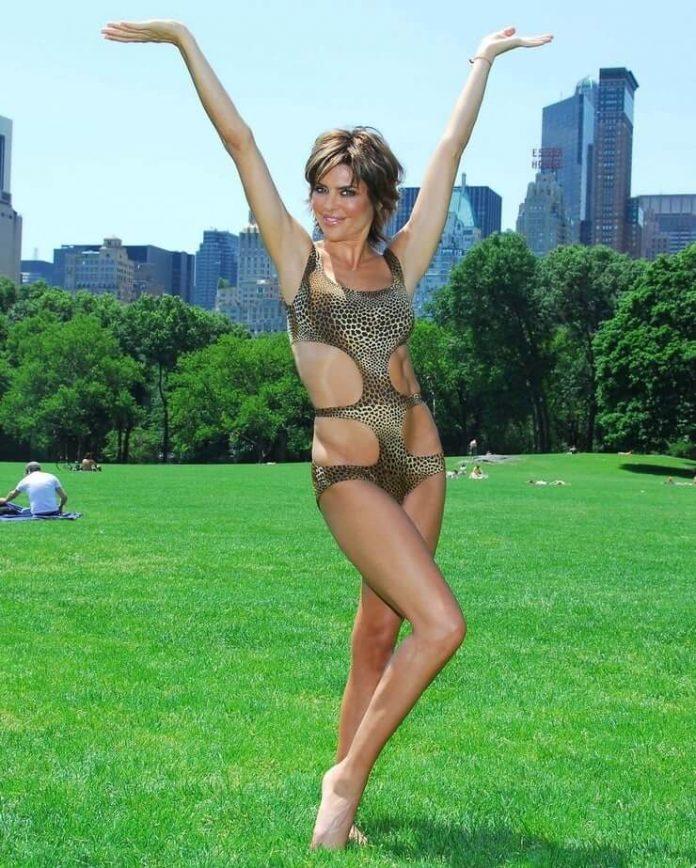 Lisa Rinna sexy looks pics