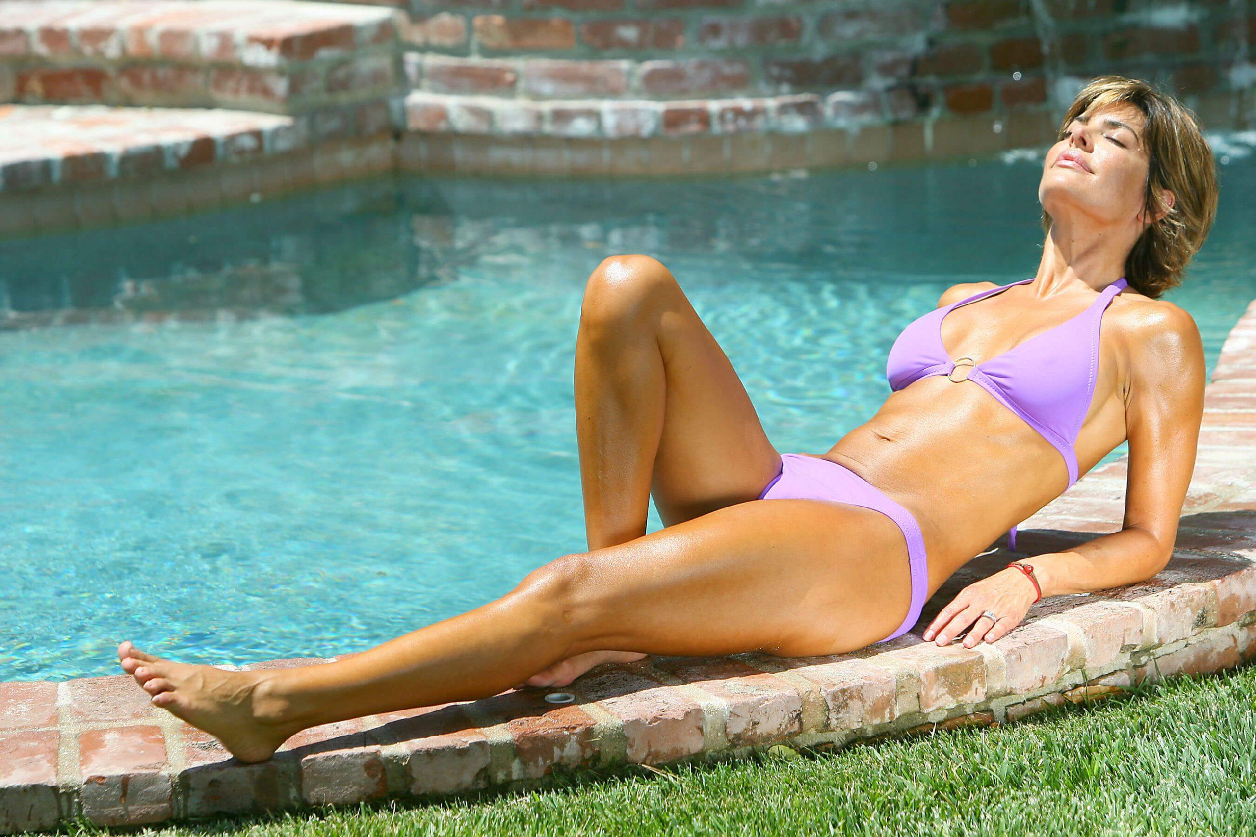 Lisa Rinna sexy thigh pics