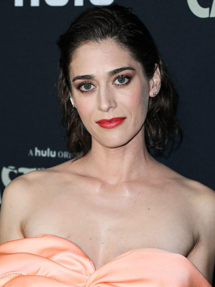 Lizzy Caplan cleavage (1)